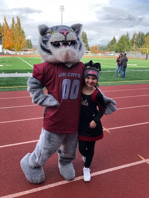 Chehalis Cheerleading Photo with Mascot